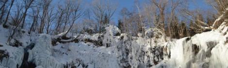 アシリベツの滝・北海道【雪の宮殿】