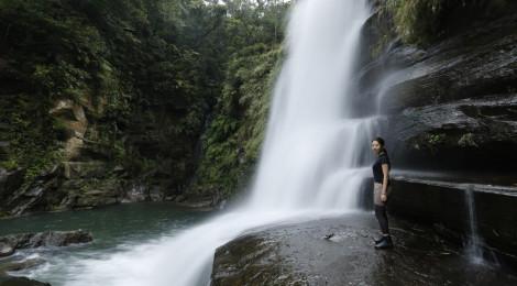 ナーラの滝・沖縄県(西表島)【大人もはしゃげる楽園滝】