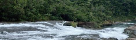 カンピレーの滝・沖縄県(西表島)【神様たちの滑り台】