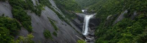 千尋の滝/トローキの滝・鹿児島県【屋久島らしい滝景色】