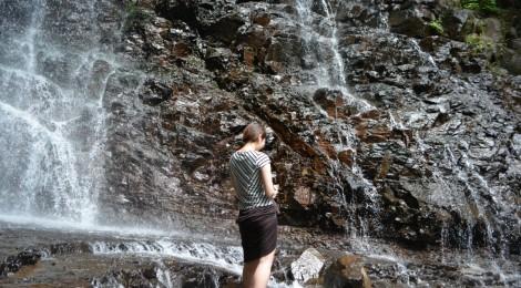 母の白滝・山梨県【人気観光地にあった!穴場クール滝】