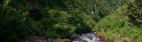 斜里岳・北海道【知床の名峰、滝につられて百名山登頂】
