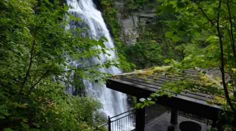 番所大滝・長野県【水しぶきと朝日を浴びる朝さんぽ】