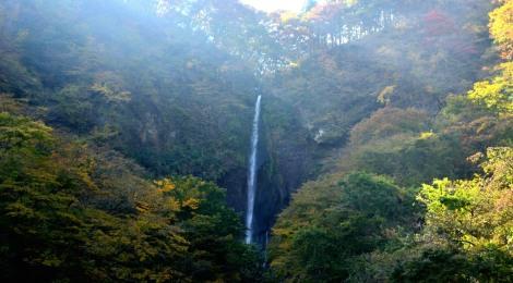 船尾滝・群馬県【紅葉の滝さんぽ&伝統のうどんに感動】