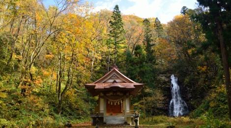 今木神社四十八滝・秋田県【アート&滝で幸せな旅の始まり】
