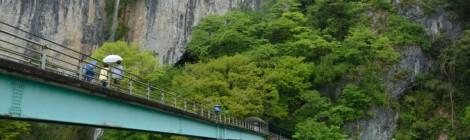 井倉洞/絹掛の滝・岡山県【地球の神秘を伝える鍾乳洞の滝】