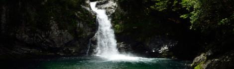 瀬野の滝・奈良県【青く輝く滝壺!十津川村の憩い滝】