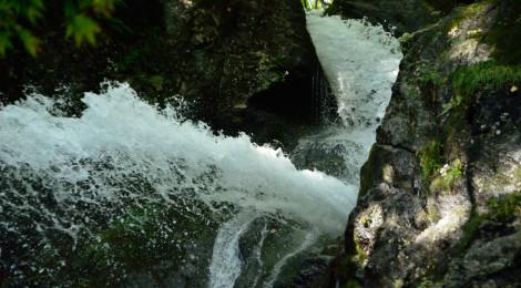 七折の滝・岩手県【スーパーひょんぐり滝に会いにいく】