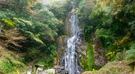 清水の滝・佐賀県【観音様の見守る名水パワースポット】