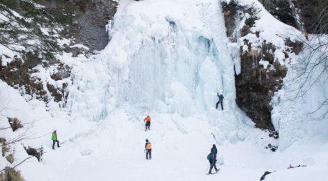 善五郎の滝・長野県【圧巻の氷瀑とアイスクライマー】