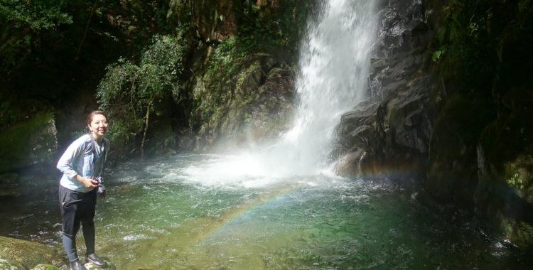 猿手滝・和歌山県【豪快な水量!大迫力の虹に包まれて】