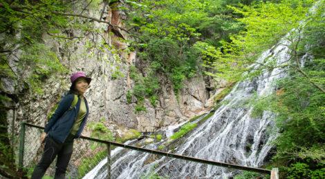 小倉の滝・群馬県【四万温泉の名瀑へ!新緑のハイキング】